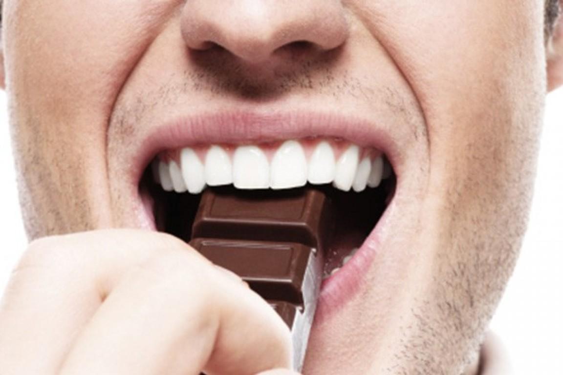 Chocolate ao leite e branco s�o vil�es do humor
