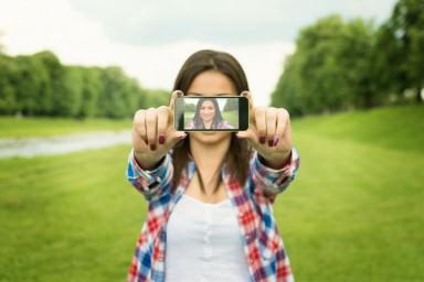 A car�ncia por tr�s das selfies