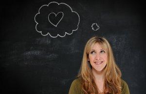 Por que não devemos reduzir os sonhos a significados fixos?