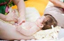 Dicas de Shantala para amenizar c�lica do beb�