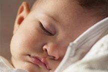 Paninho no rosto ajuda beb� a dormir
