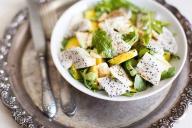 Salada verde com pitaya