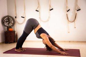 6 posturas fáceis para desbloquear corpo e transformar sua vida