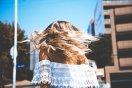 Beach Wave e autoestima: a tendência dos loiros e os cuidados no verão